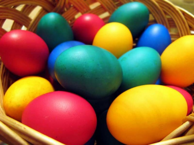 Как окрасить яйца
