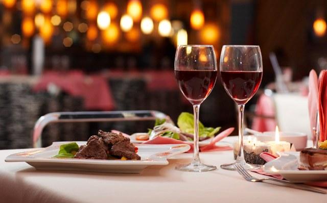 Как правильно есть еду в ресторане