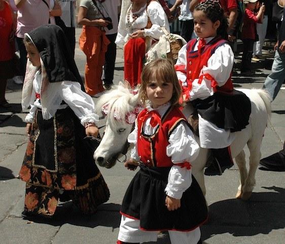 Как проводят Сардинскую кавалькаду в Италии