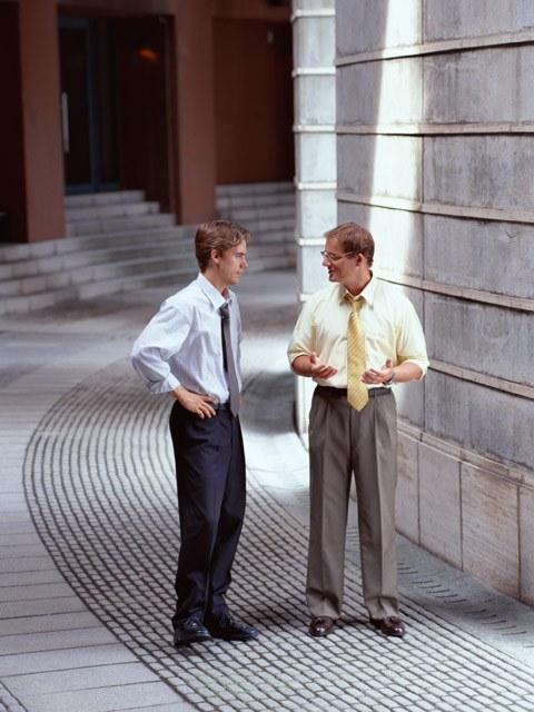 Как завязать разговор со случайным собеседником
