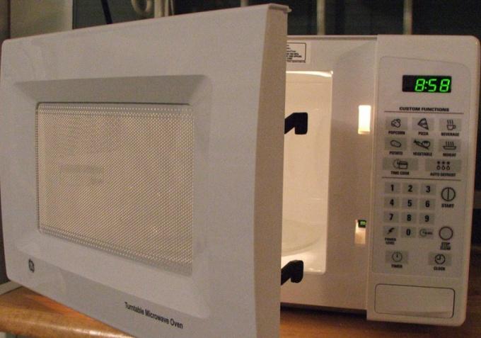 Как печь в микроволновой печи