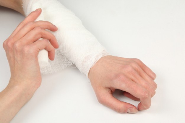 How to stop the bleeding in the injured artery
