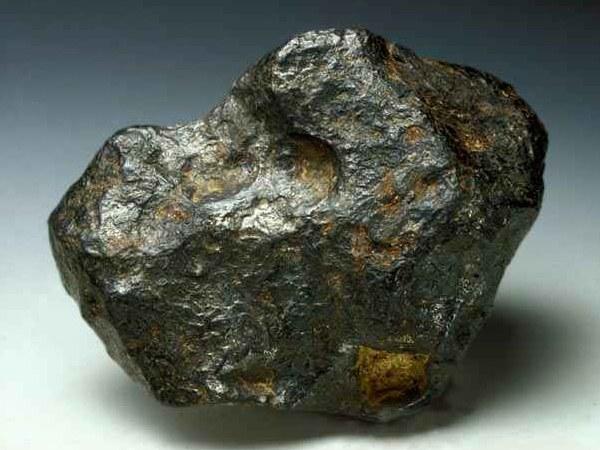 Как отличить метеорит  от камня
