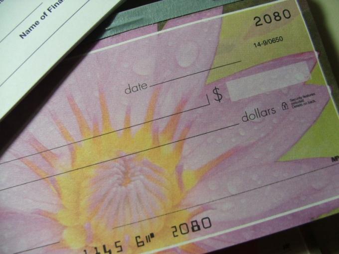Как обналичить чек в России