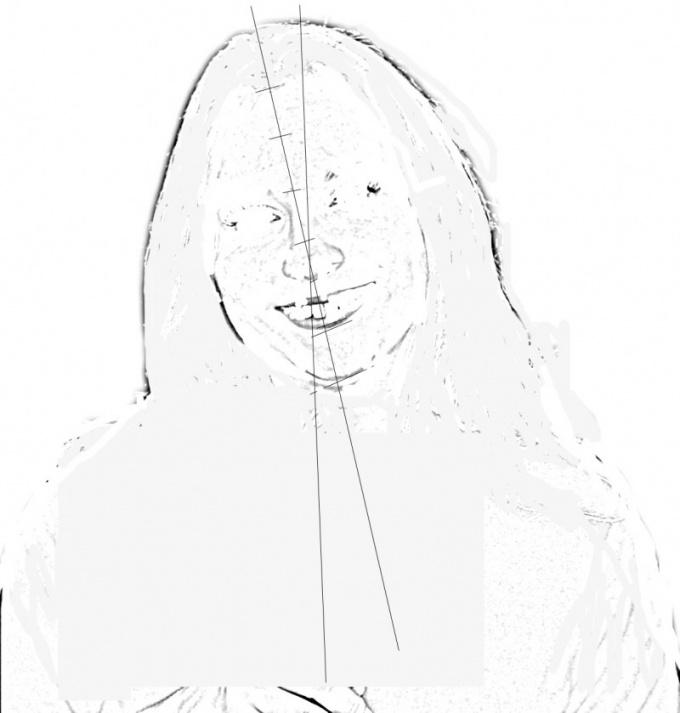 Проведите вертикальную и осевую линии