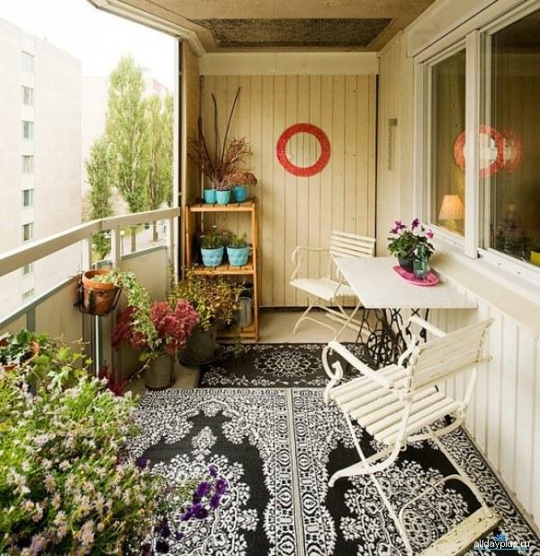 Как украсить балкон к лету
