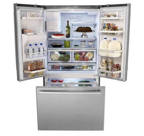 Не утяжеляйте дверцу холодильной камеры