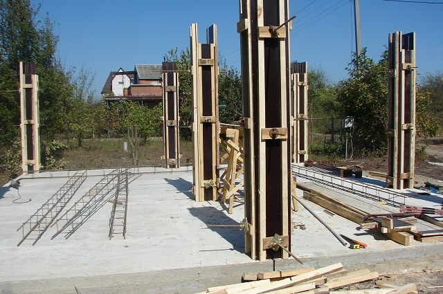 How to reinforce a monolithic slab