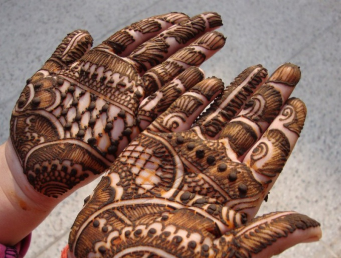 How to draw henna
