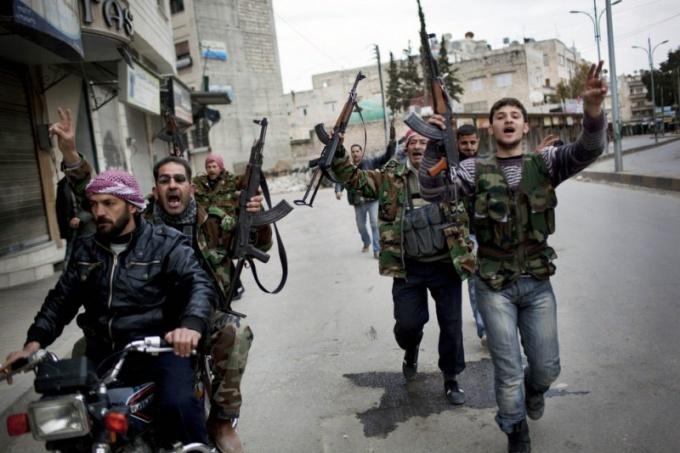 Кто устроил казни в сирийском городе Хуле