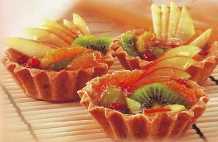 Как сделать пирожные с пудингом и фруктами
