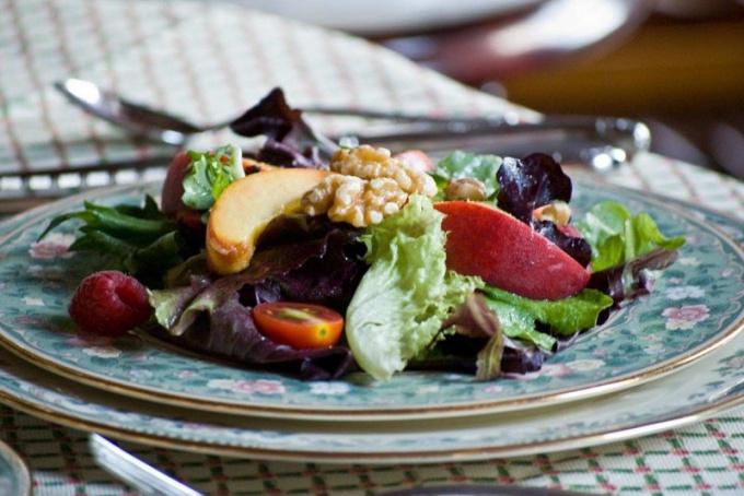 Как приготовить салат с куриной печенью