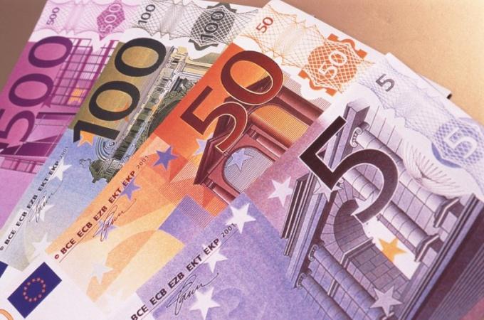 Отчего евро растет