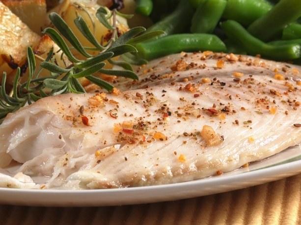 Как приготовить рыбу, запеченную с картофелем