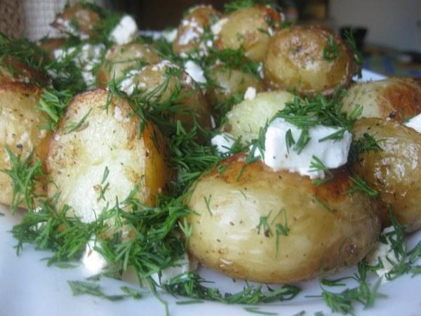 Как приготовить картофель с чесноком и фетой