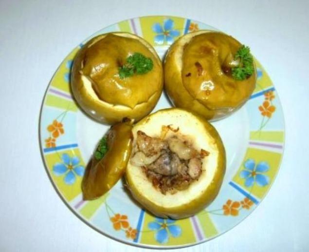 Как сделать яблоки, фаршированные мясом курицы