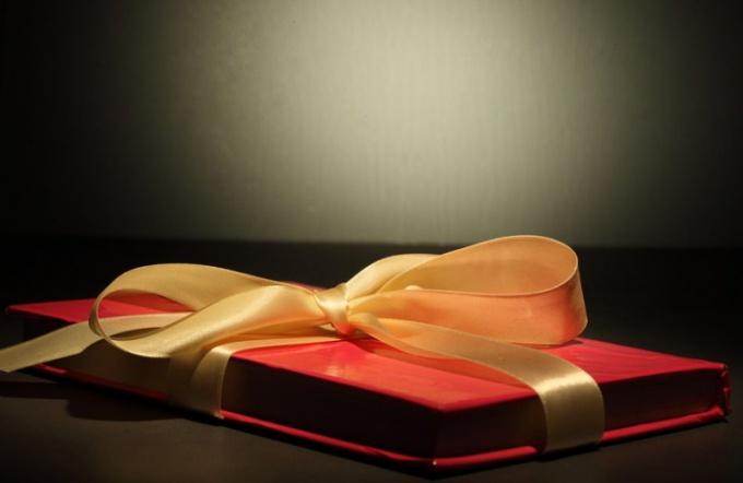Что подарить парню на год