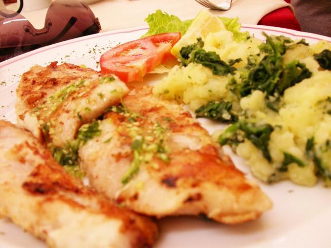 Как приготовить рыбу в лимонно-шафрановом соусе с картофелем