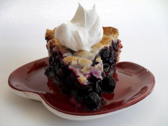 Как испечь летний пирог с черникой