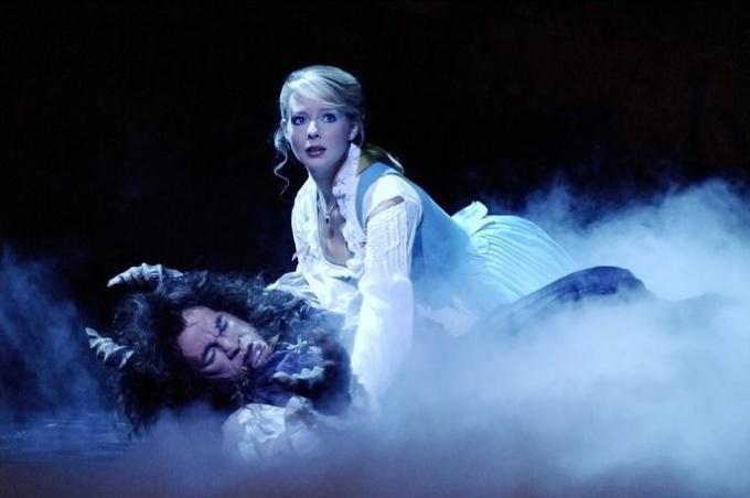 """Как посмотреть мюзикл """"Красавица и чудовище"""""""