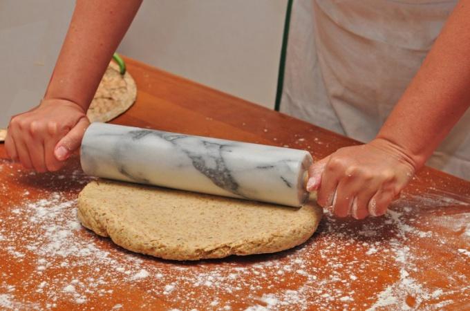 Как приготовить пирог с сыром и зеленым луком