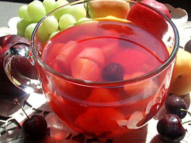 How to make a compote of apples and cherries