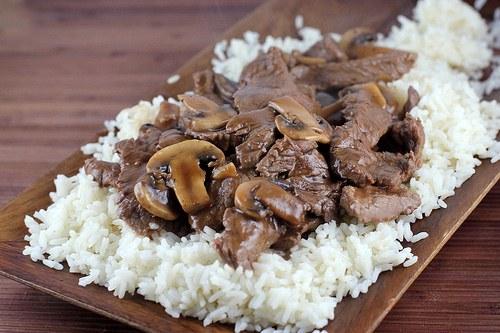 Как приготовить говядину с грибами и кунжутом