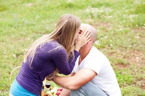 Как поцеловать мужчину