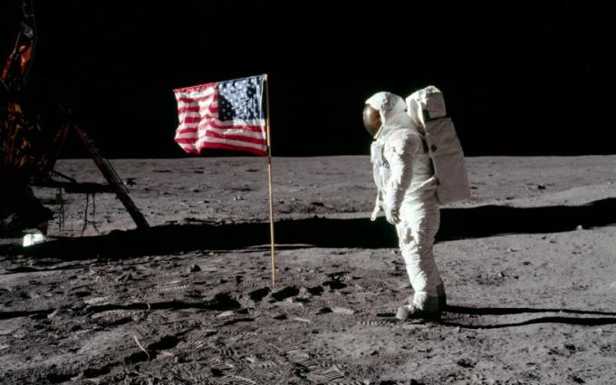 Почему люди не были на Луне