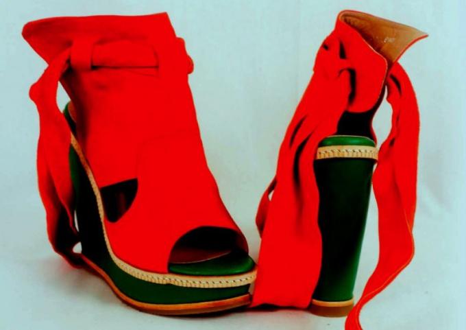 Как продавать женскую обувь