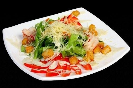"""Как приготовить салат """"Цезарь"""" с креветками"""