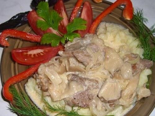 Как приготовить свинину в винном соусе