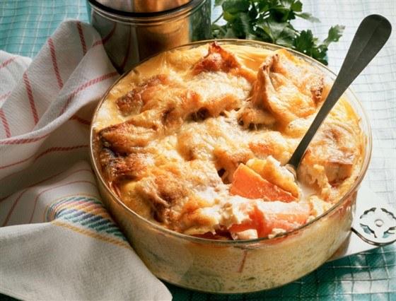 Как приготовить рыбу, запеченную в сметанном соусе
