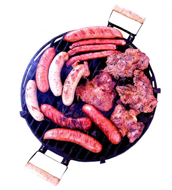 Как приготовить запеканку со шпинатом и свиными колбасками