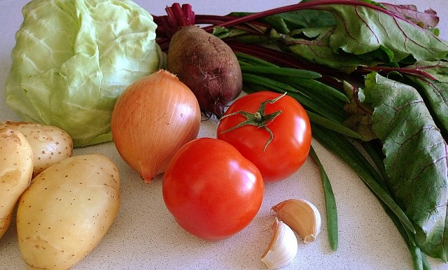 How to cook vegetable soup with beet leaves