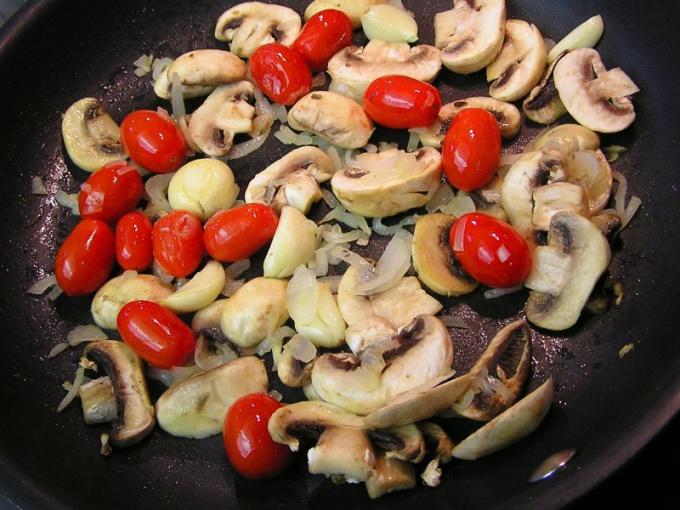 Как приготовить грибы в томатном пюре