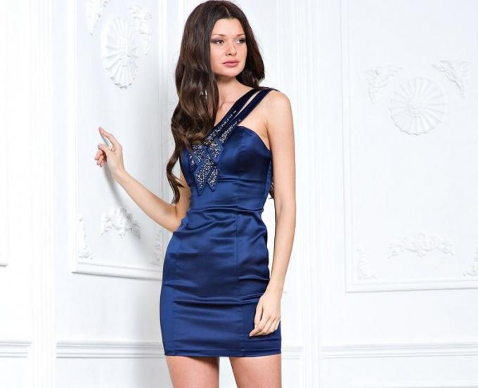Когда появилась мода на короткие платья