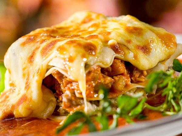 Как сделать лазанью с красным перцем, кабачком и сыром фета