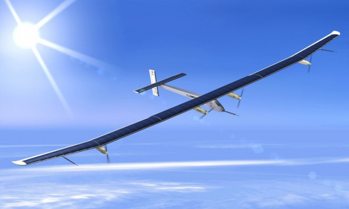 Кто придумал самолет на солнечных батареях