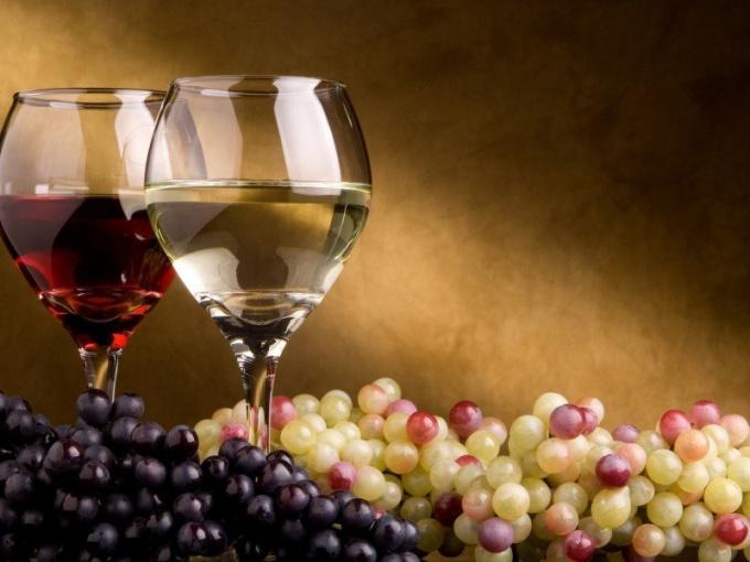 Как легкий алкоголь укрепляет кости женщин