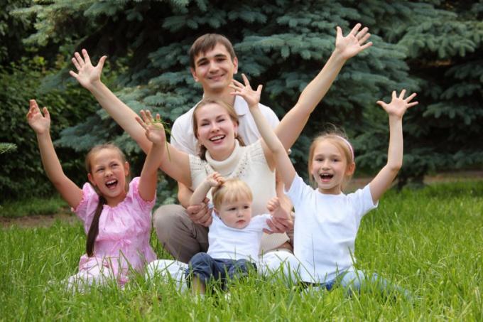 Как оформить льготы многодетной семье