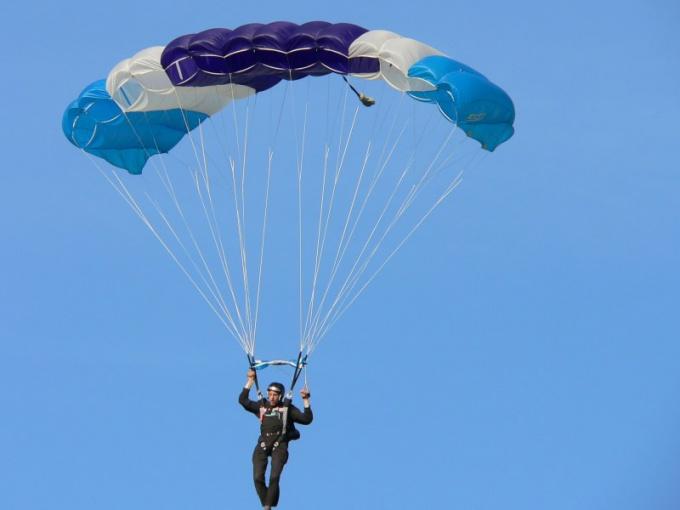 Как проходит День парашютиста в России