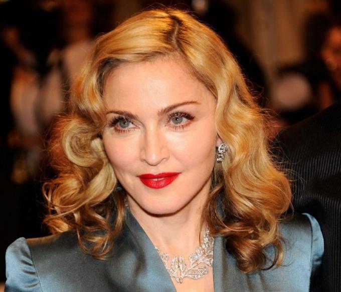 Почему на Мадонну подали в суд