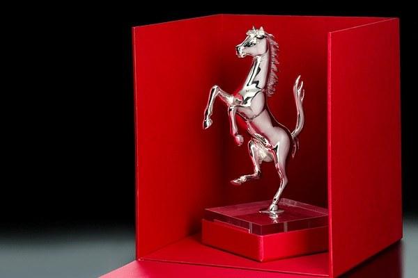 Почему символ Ferrari выставлен на продажу
