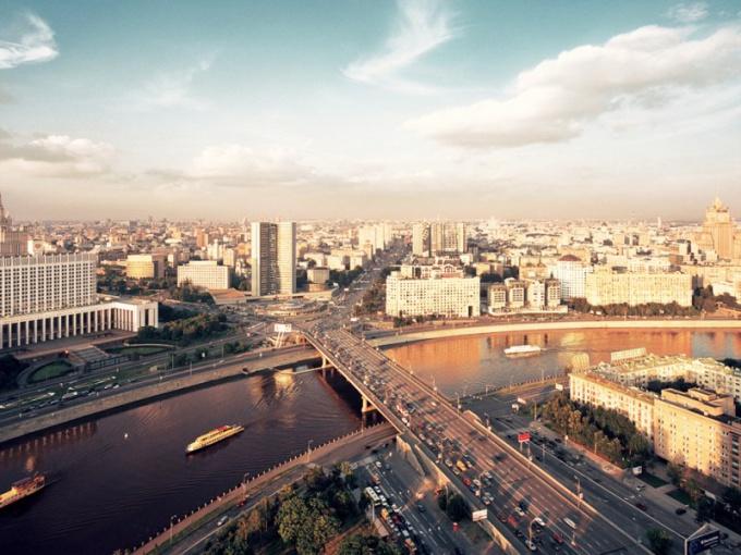 Как москвичей собираются научить любить мигрантов