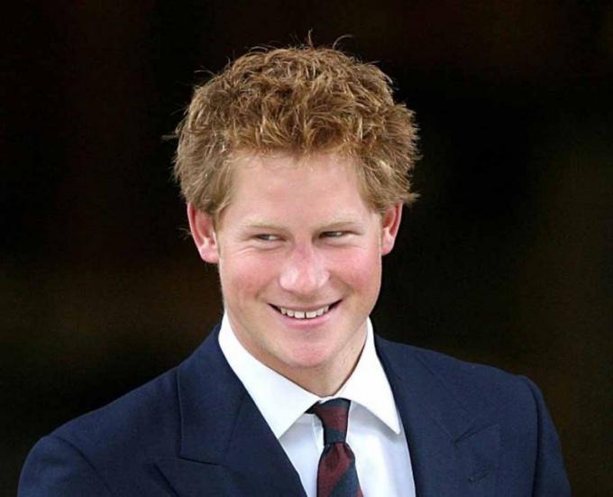 Как королевская семья отреагировала на снимки голого принца Гарри