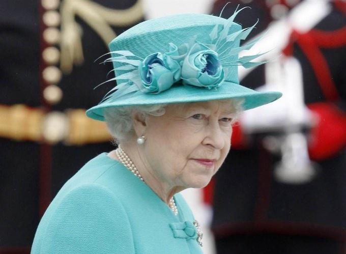 Как королева Великобритании ищет себе водителя