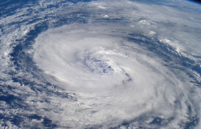 Как ученые предлагают бороться с ураганами