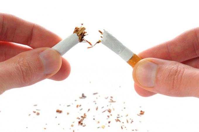 Чем опасна сигарета сразу после пробуждения