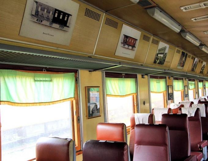 Как ходит новый тематический поезд в метро